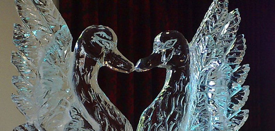 swans kissing ice sculpture
