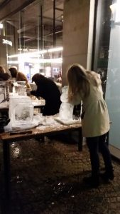 Ice Carving Teambuilding with ice sculpture